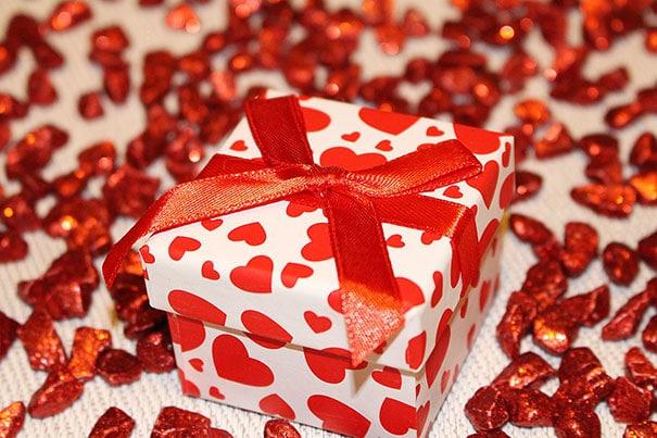 Geschenk mit Herzen