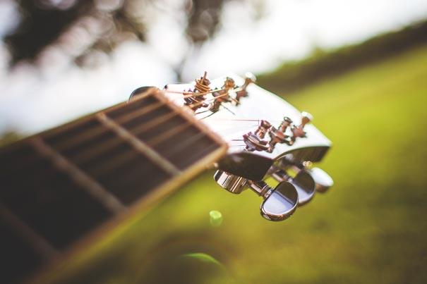 Gitarre im Park